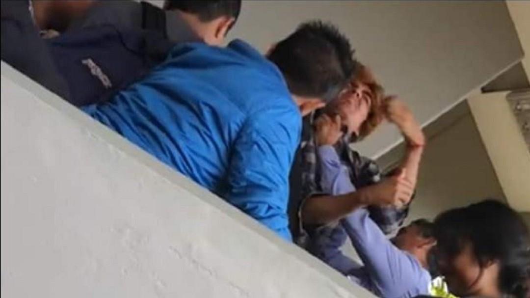 Captan momento en que funcionario de la Fes Acatlán asfixia a estudiante