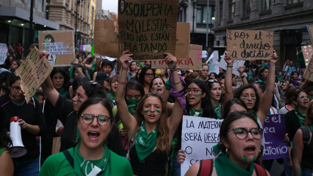 Marchan a favor de la despenalización del aborto