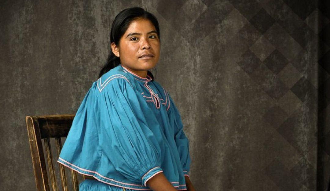 Mexicanas en Vogue; lleva a su portada a corredora rarámuri María Lorena