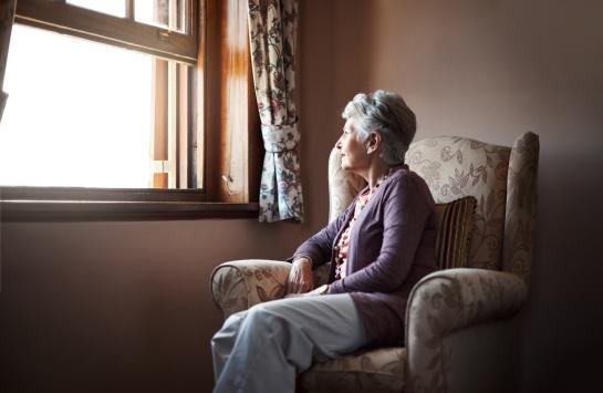 La investigación analizó a 4,320 personas con alzhéimer y un 45% de ellos la padecía