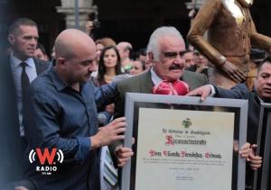 Homenajean a Vicente Fernández en vida