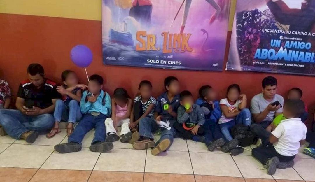 Maestro reúne fondos para llevar a sus alumnos por primera vez al cine