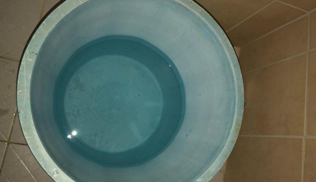 Habitantes de El Salto se bañan en casa ajena por falta de agua