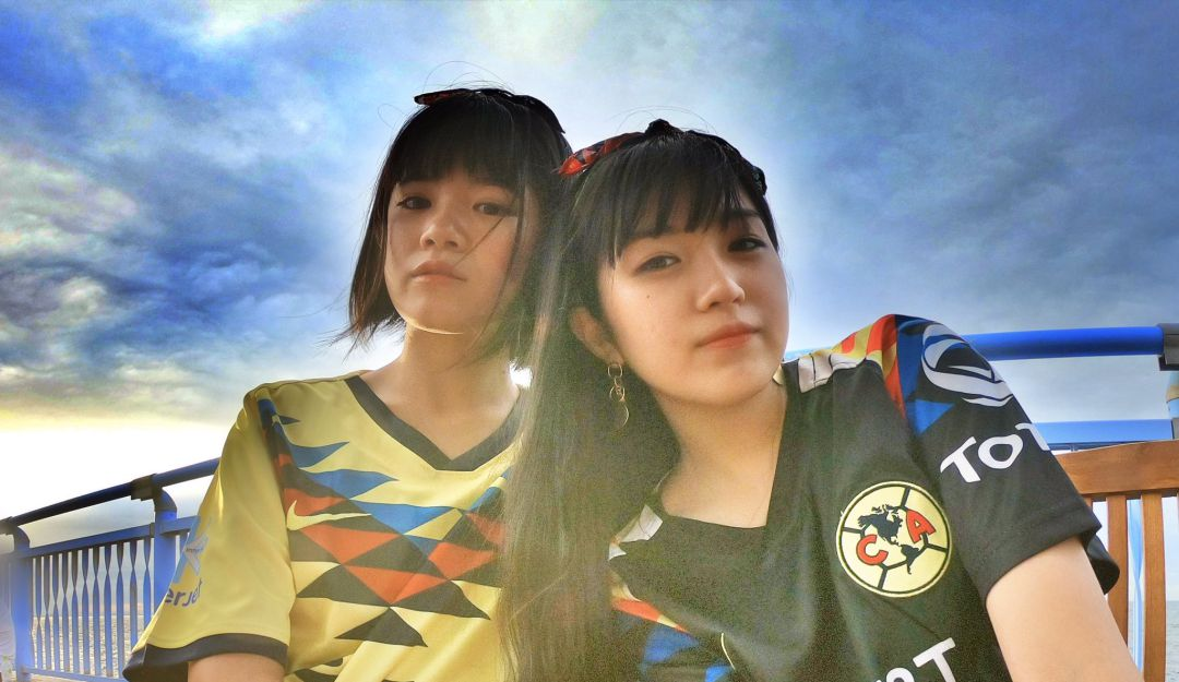 Japonesas cantan el himno del América
