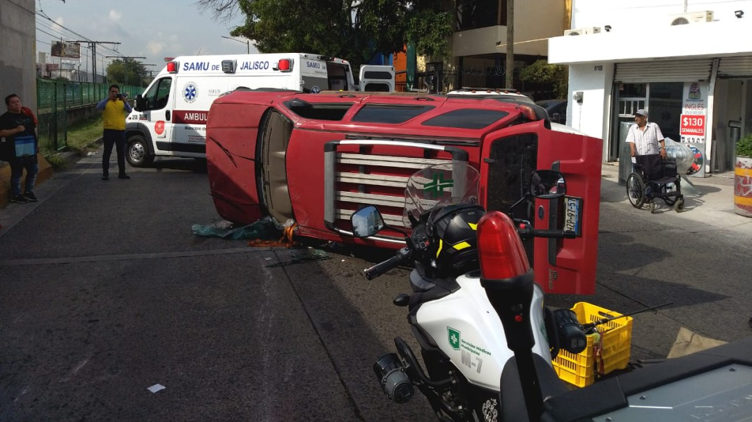 Accidente deja dos lesionados en Guadalajara