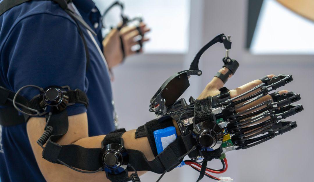 Estudiantes mexicanos de mecatrónica desarrollan exoesqueleto