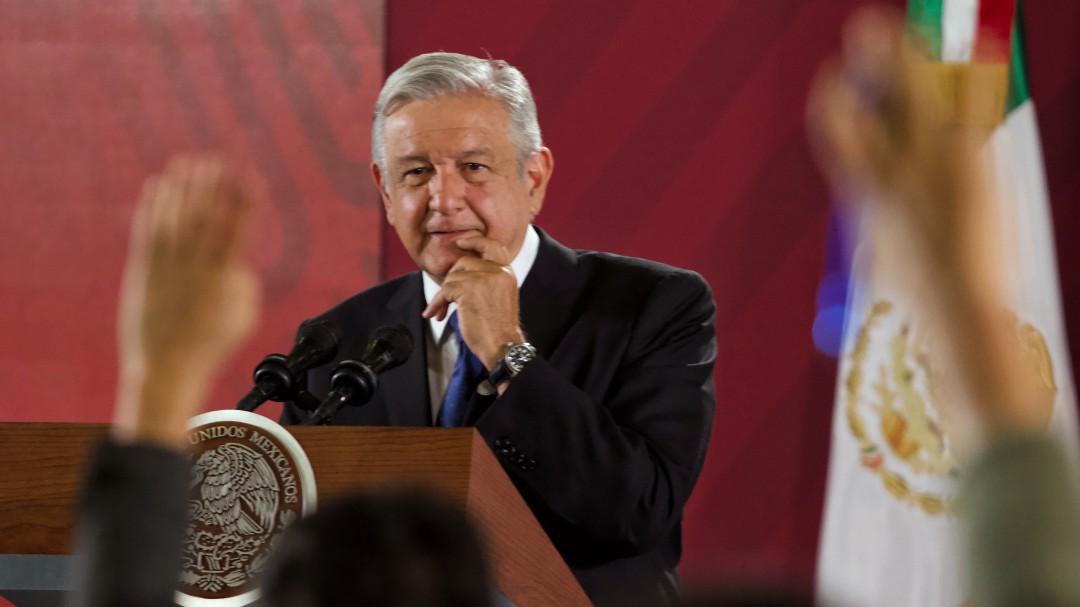 "Manifiesta López Obrador apoyo ""total"" a Zaldívar"