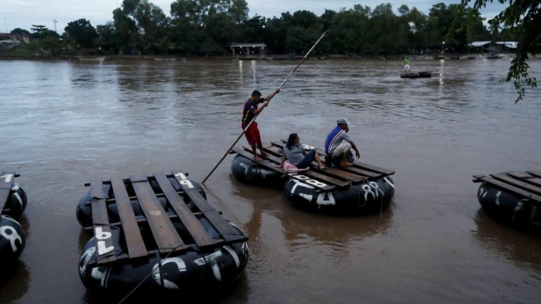Vuelca balsa con migrantes en Chiapas; mueren dos