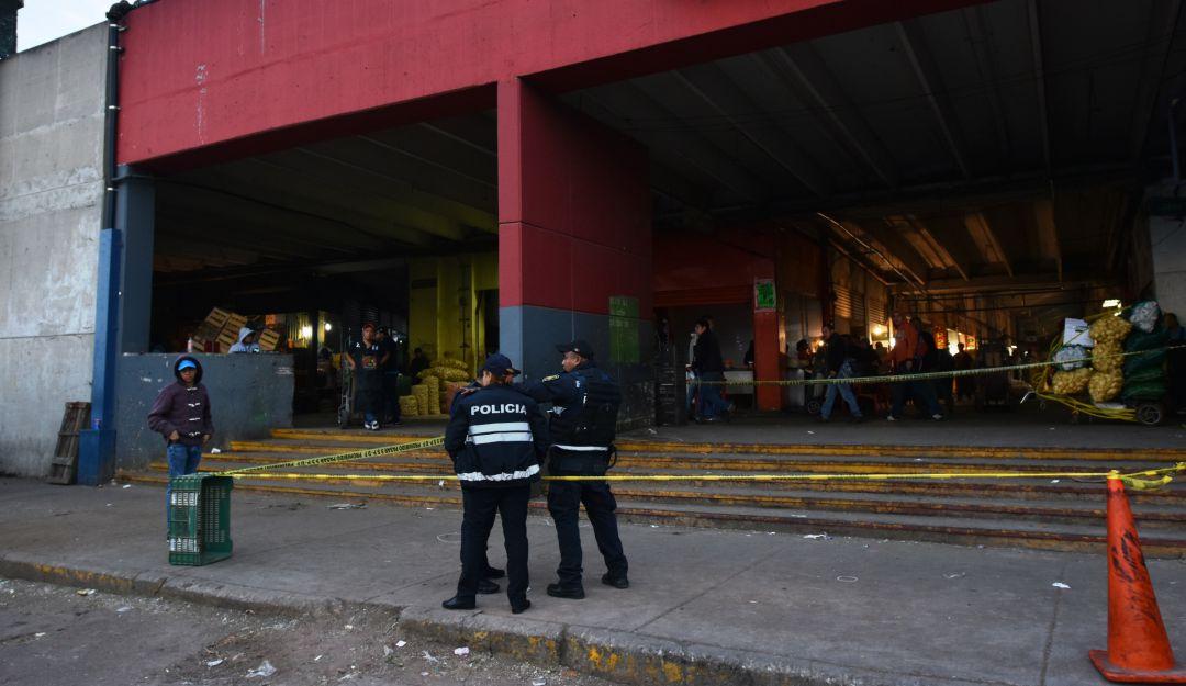 Investigan muerte de policía en Central de Abasto