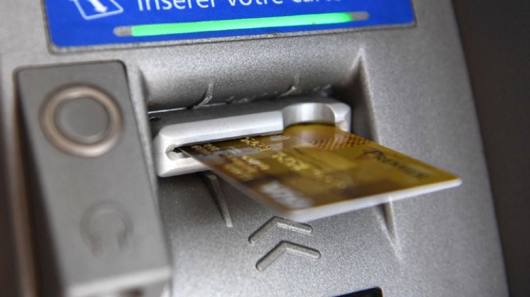 Los jóvenes se quejan de sus bancos