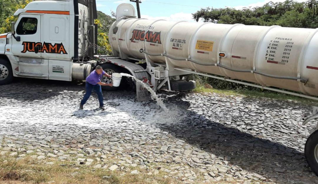 Derraman ácido en carretera de Poncitlán