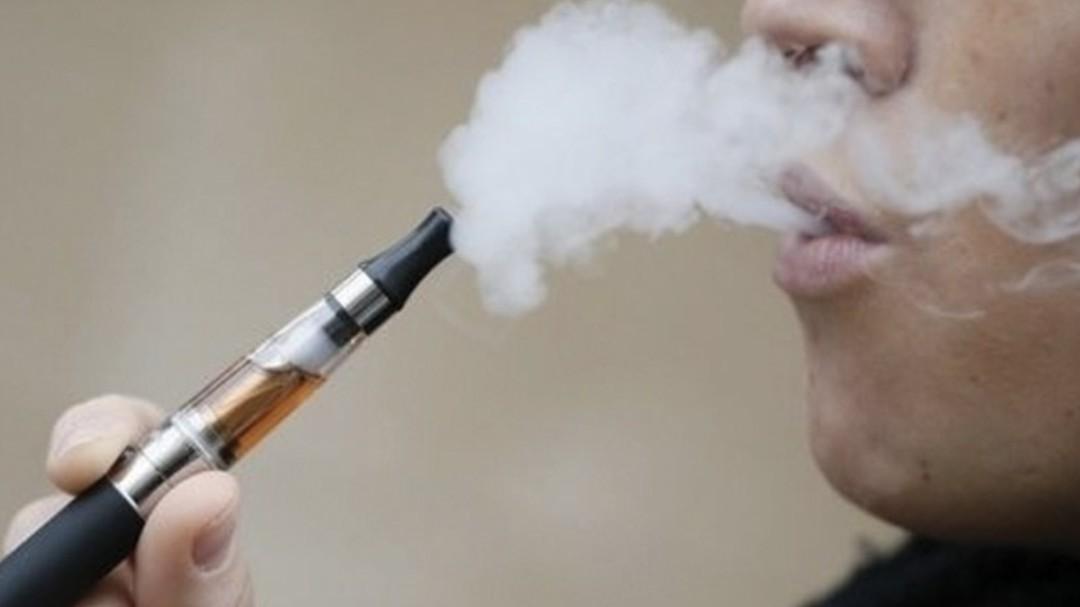 Cigarros electrónicos no son tan efectivos