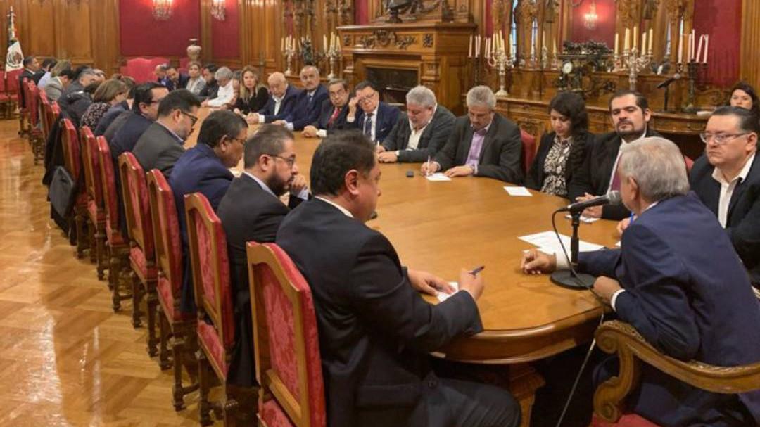 Prohíbe AMLO a funcionarios interferir en asuntos partidistas y electorales