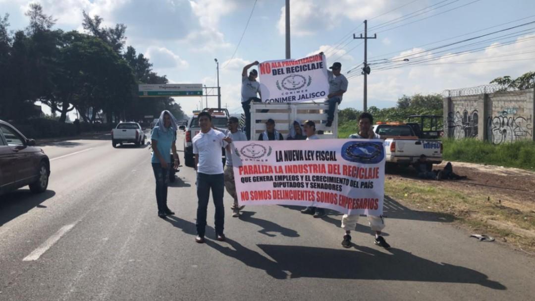 Chatarreros protestan vs ley de residuos
