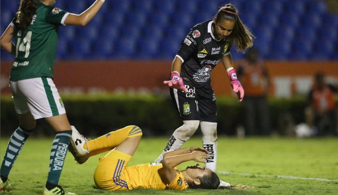 "Jugadora de Tigres se ""burla"" de la portera"