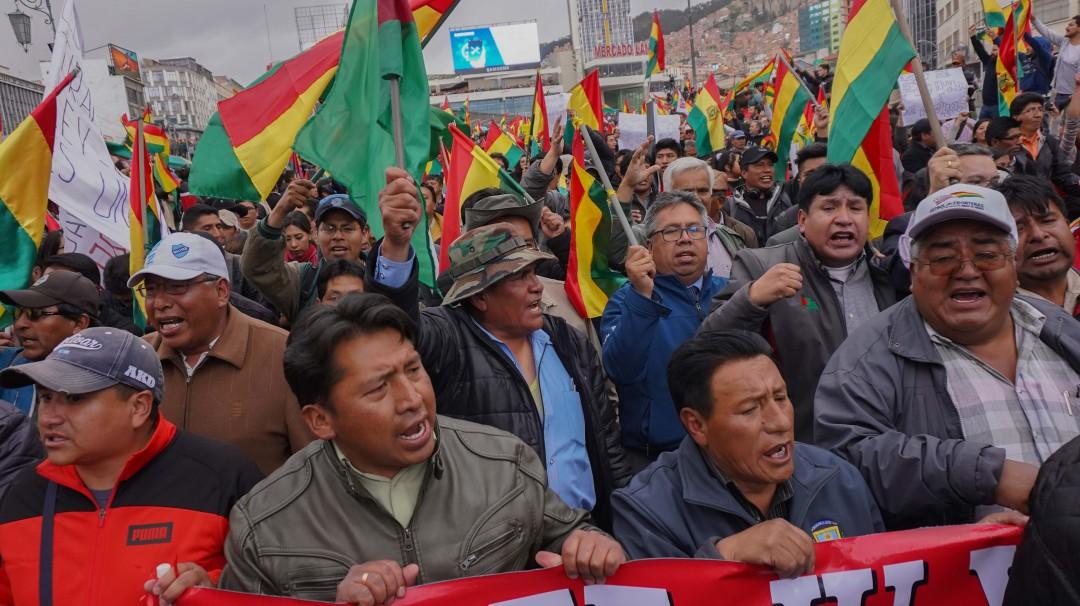Protestan contra triunfo de Evo Morales en Bolivia