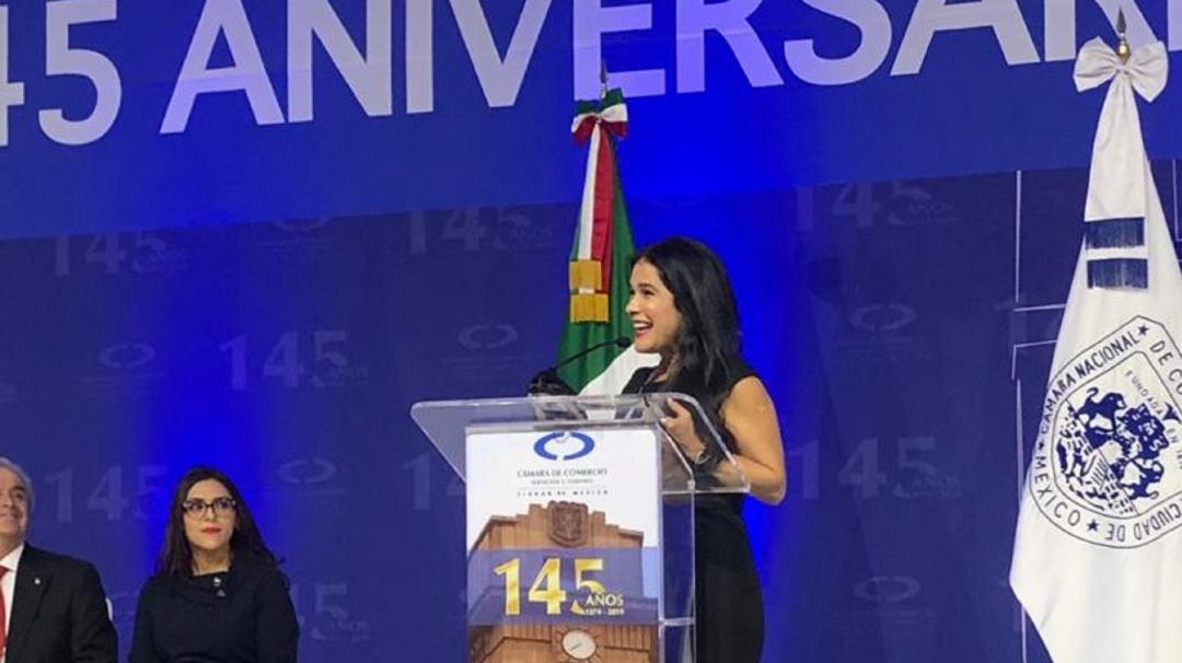 Martha Debayle recibió la medalla al mérito empresarial de la Canacope