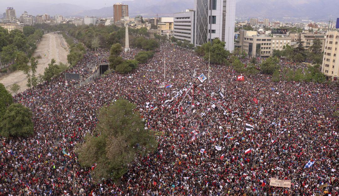 Más de un millón marchan contra gobierno de Piñera en Chile