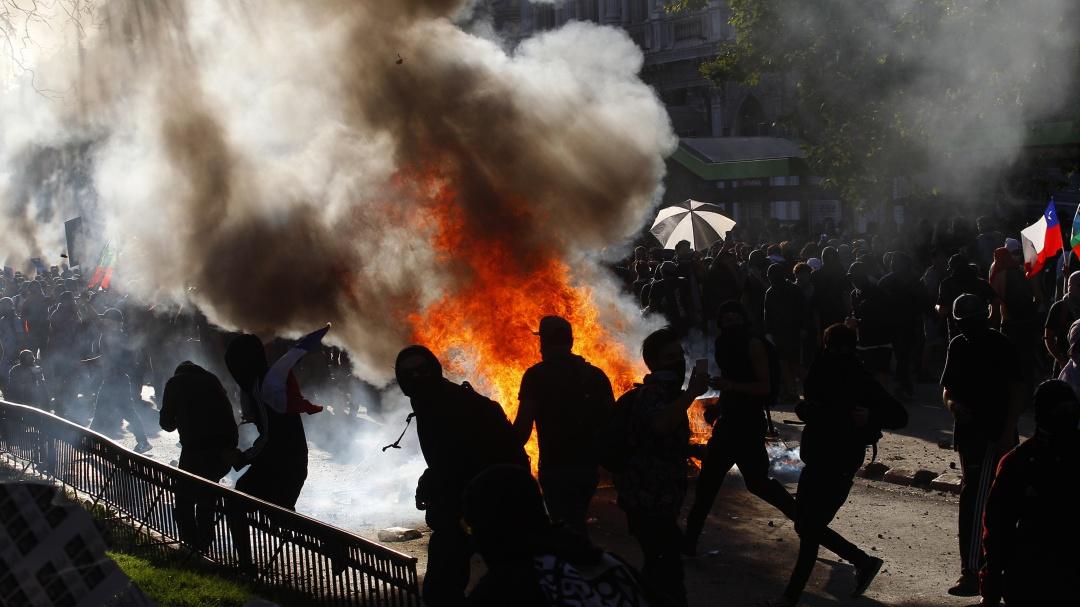 Violentos enfrentamientos marcan el décimo día de protestas en Chile