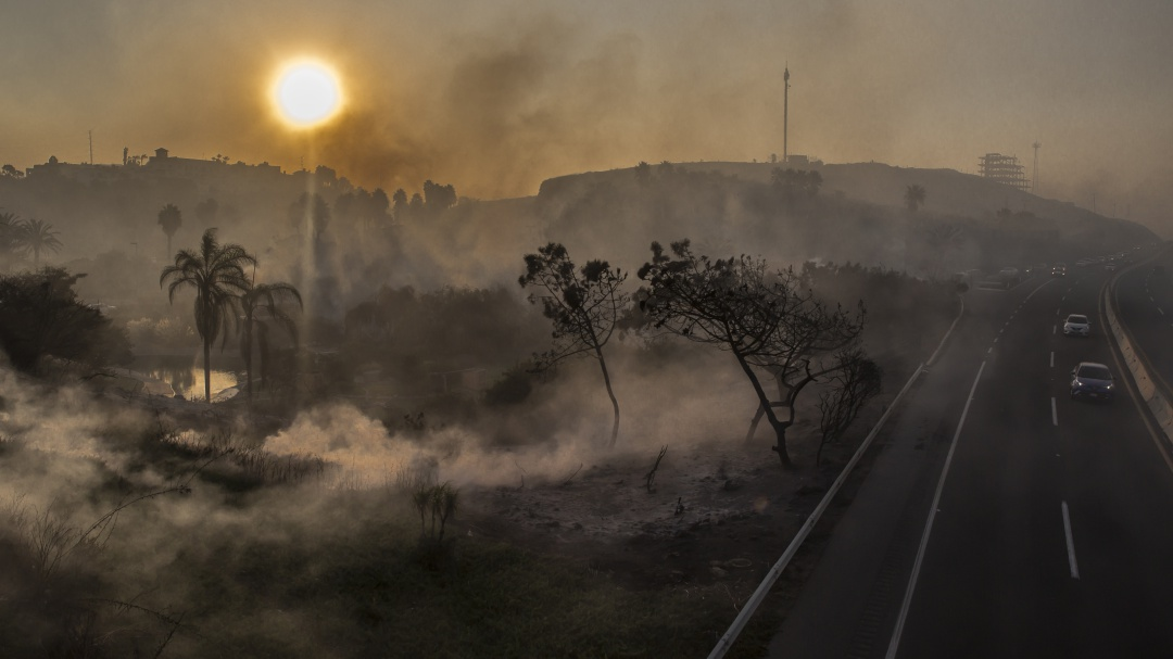 Siguen activos tres incendios en Baja California: Semarnat