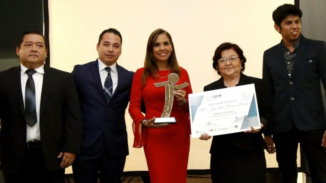 Recibe Mara Lezama galardón por innovador sistema de transparencia