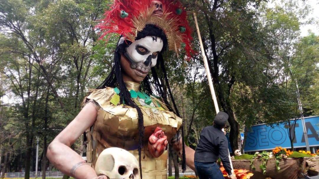 """Festejan a """"la flaca"""" con mega desfile de Día de Muertos"""