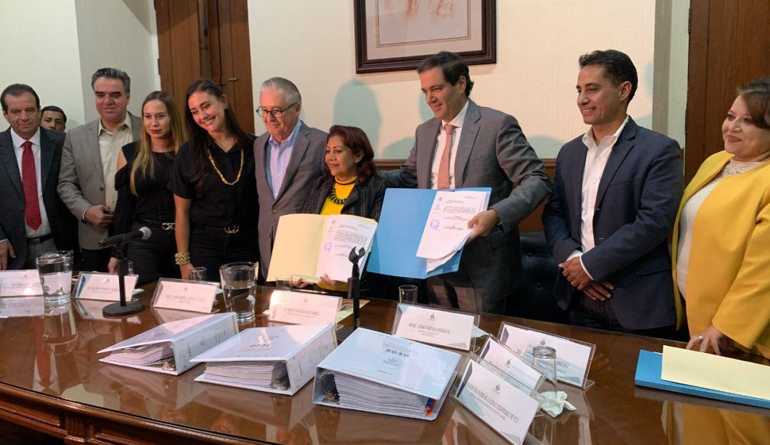 Grupos parlamentarios se alistan para recibir informe de Enrique Alfaro
