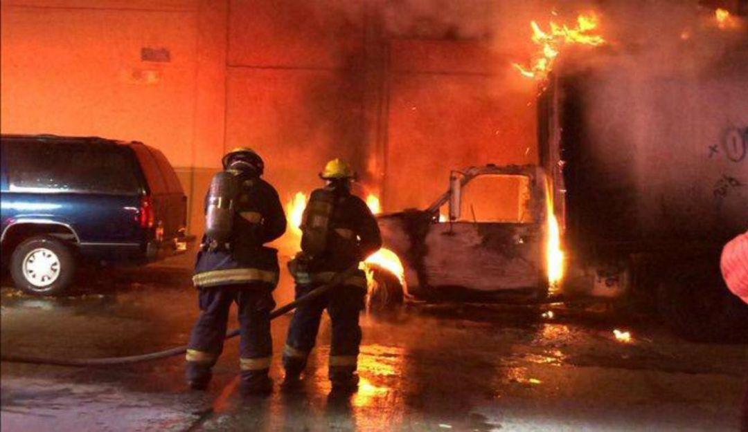 Camioneta se incendia en la colonia Morelos