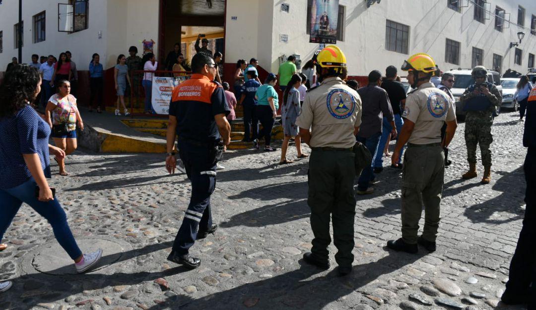Evacuan a población de Puerto Vallarta por simulacro
