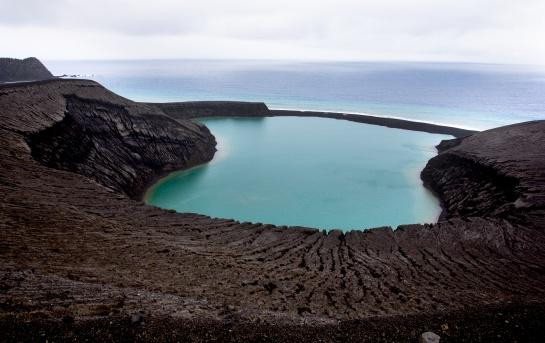 Isla Hunga Tonga-Hunga Ha'apai surgida de una erupción volcánica a finales de 2014