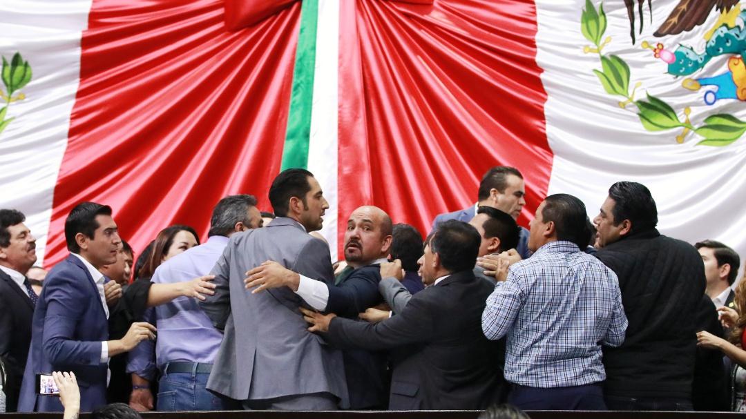 """Tras trifulca, diputados posponen discusión que iniciaron sobre """"Ley Nieto'"""