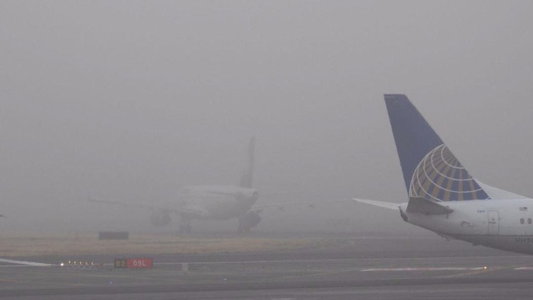 Suspende AICM operaciones por hora y media debido a banco de niebla
