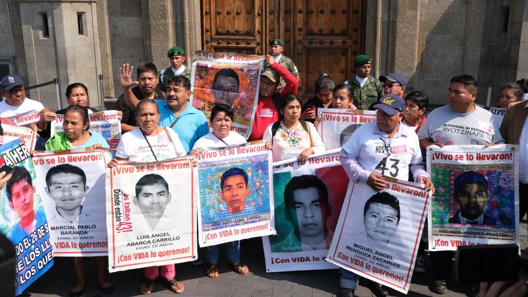 Piden consignar a exfuncionarios y policías federales por caso Iguala