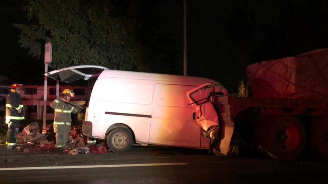 Muere hombre prensado en carretera Gdl-Morelia