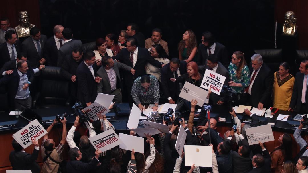 Enmedio de protestas, Rosario Piedra asumió presidencia de la CNDH