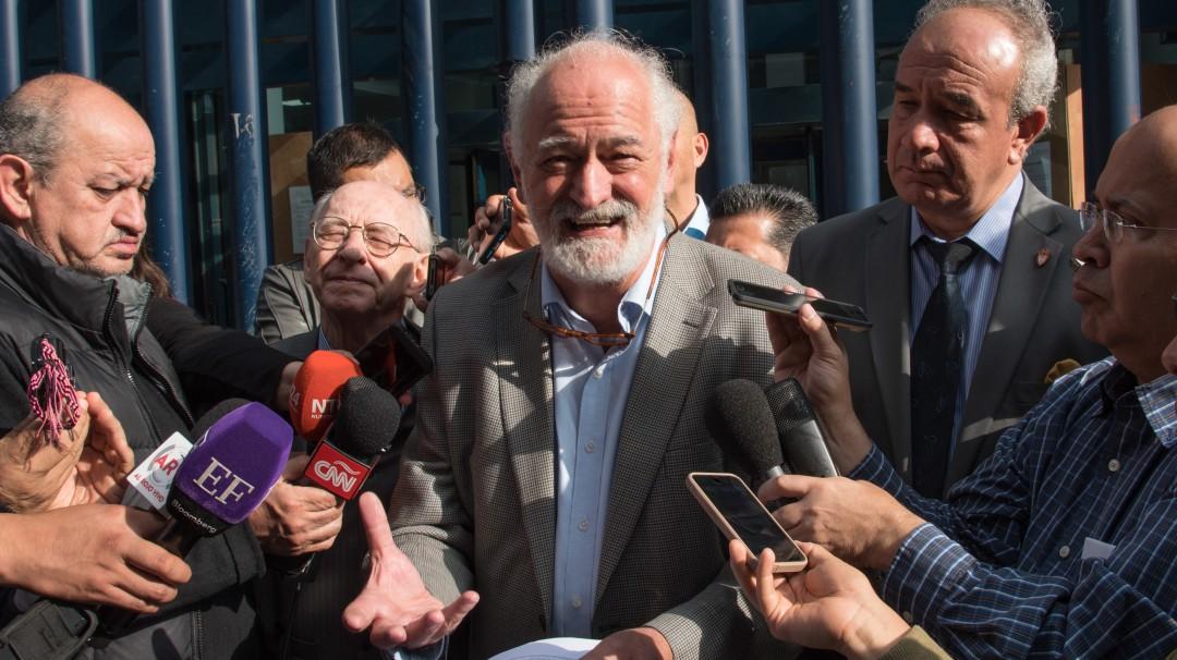 Renuncio por la imposición en la CNDH: Alberto Athié