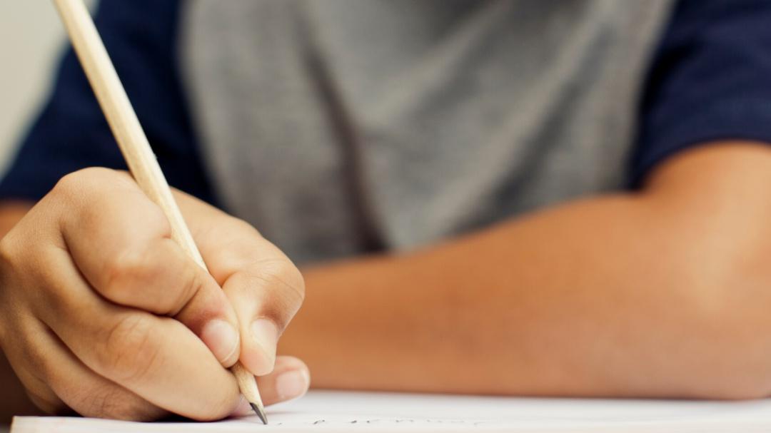 De manera peculiar niño responde examen de matemáticas y se vuelve viral