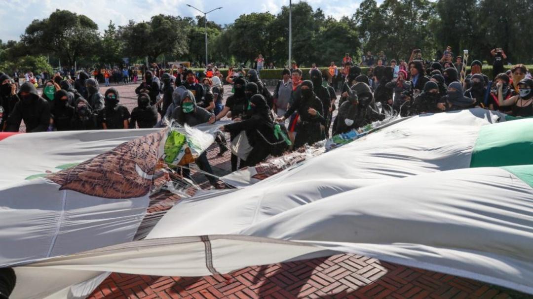 Protesta en CU deriva en vandalismo y causa destrozos en instalaciones