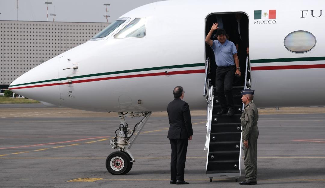 Senado asciende a piloto que trajo a Evo Morales