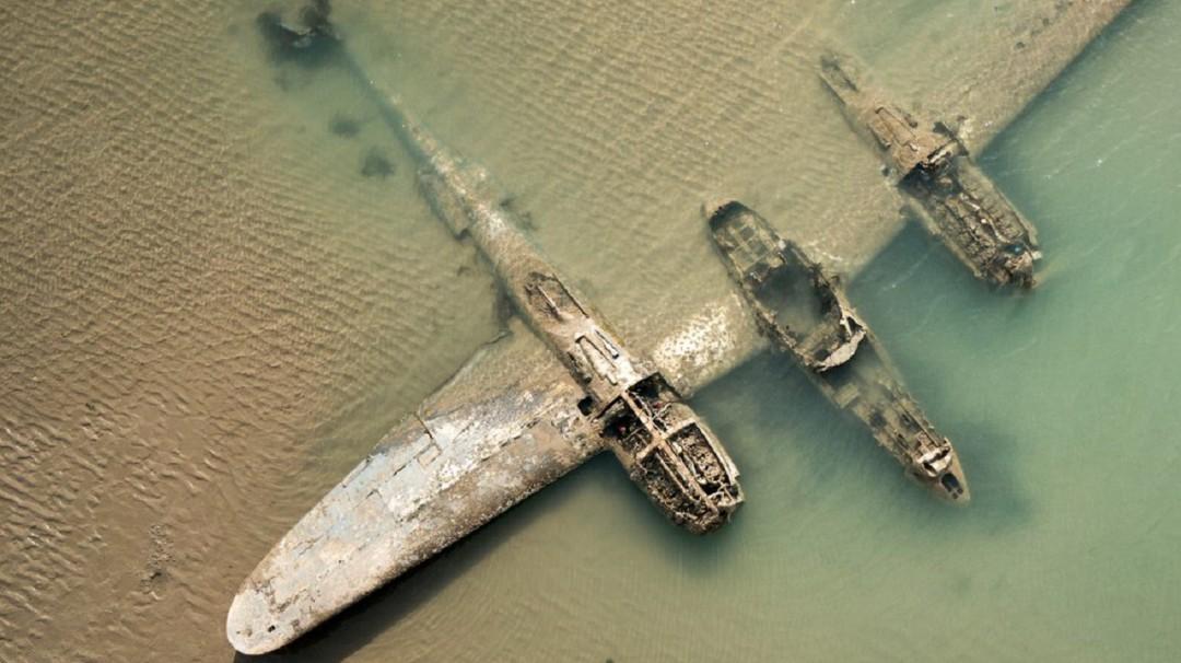'El diablo de cola bifurcada', el avión que emergió del mar frente a Gales