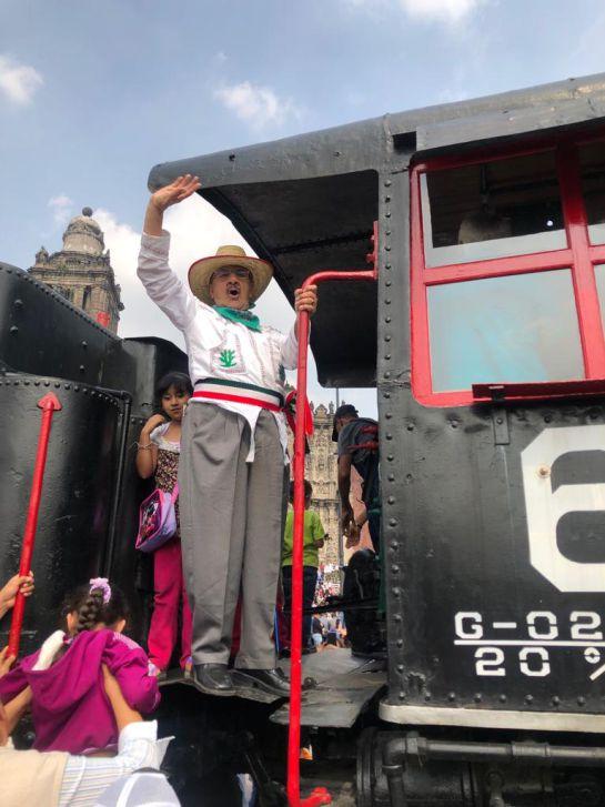 López Obrador encabeza desfile de la Revolución Mexicana