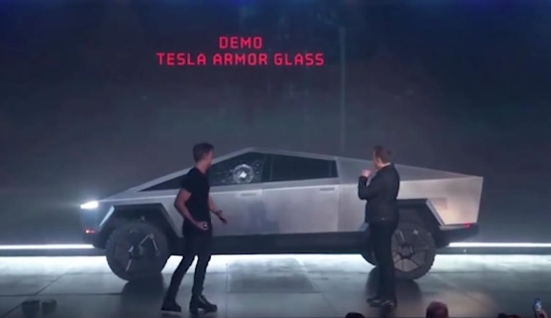 Elon Musk y Tesla Cybertruck protagonizan penoso momento en su presentación
