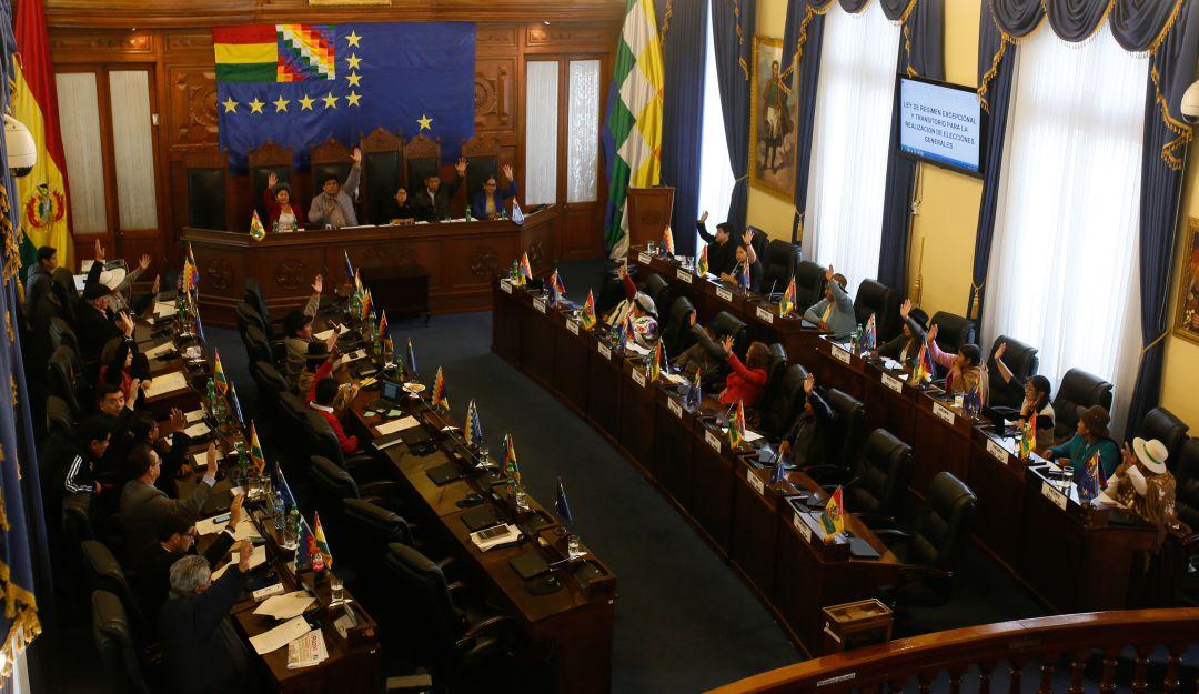 Aprueban nuevas elecciones en Bolivia, sin Evo Morales
