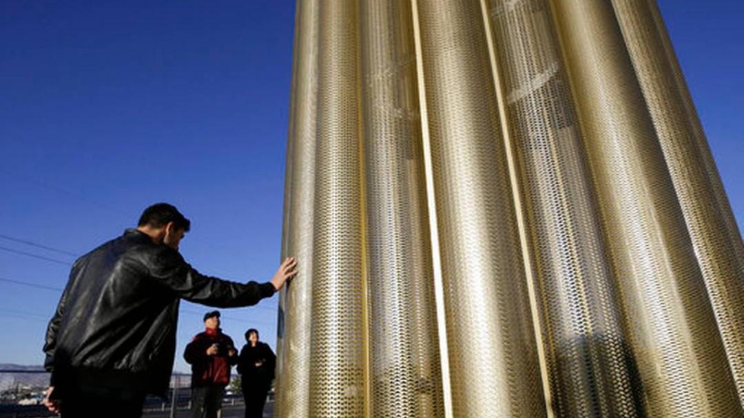 Develan monumento en honor a víctimas de El Paso