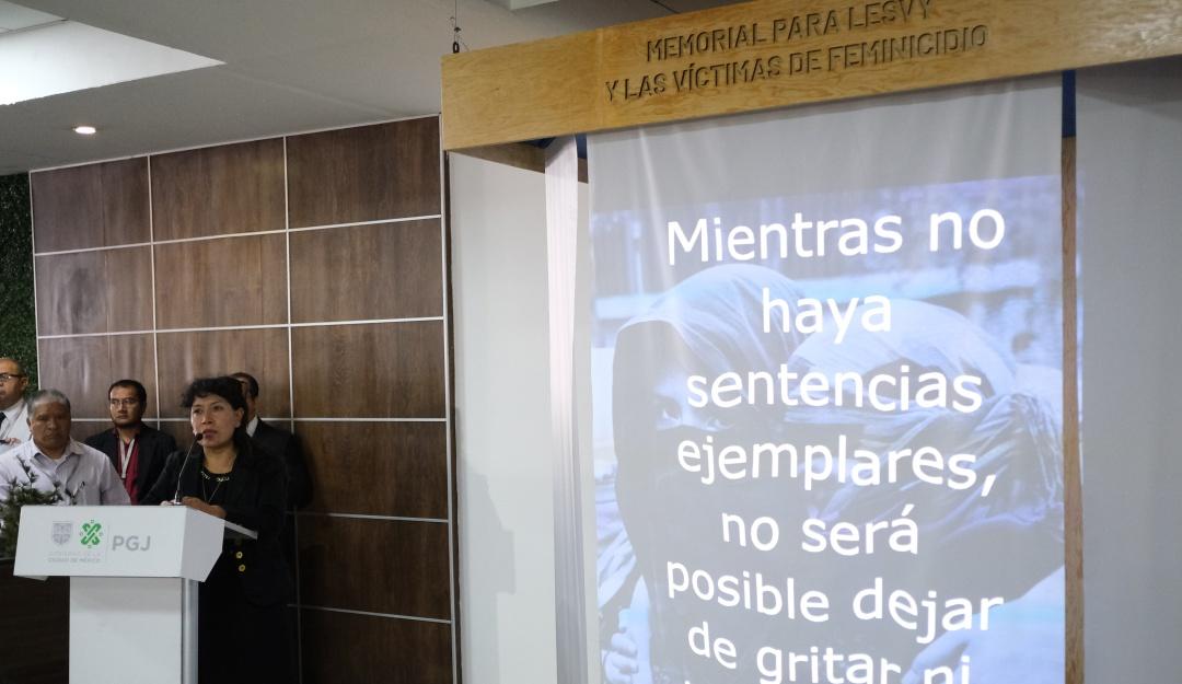 Con un memorial recuerdan a victimas de feminicidios en PGJCDMX