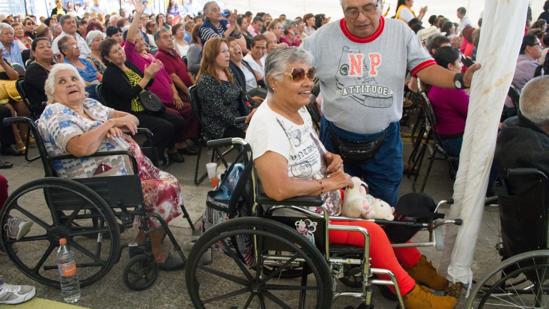 Envía AMLO incitativa que eleva a rango constitucional pensiones a viejitos