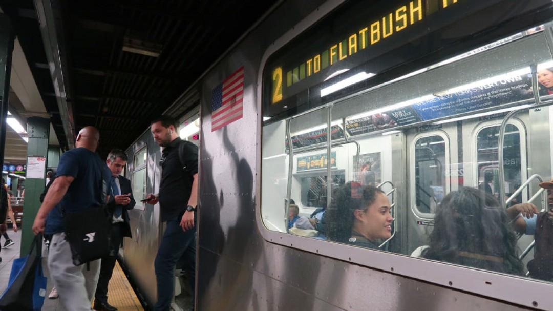 SOPITAS: Entérate porqué trabajadores del metro en Nueva York lo inundan