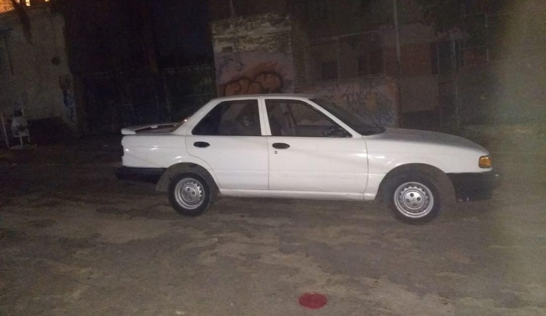 Detienen a dos sujetos con auto robado en Tonalá