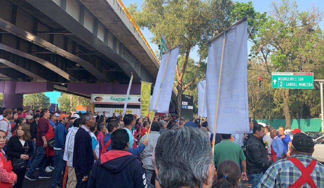 Tianguistas protestan sobre Tlalpan