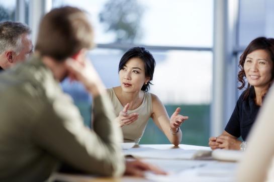 Los economistas también han argumentado que una semana laboral de cuatro días permite a los empleados enfocar su atención de manera más efectiva